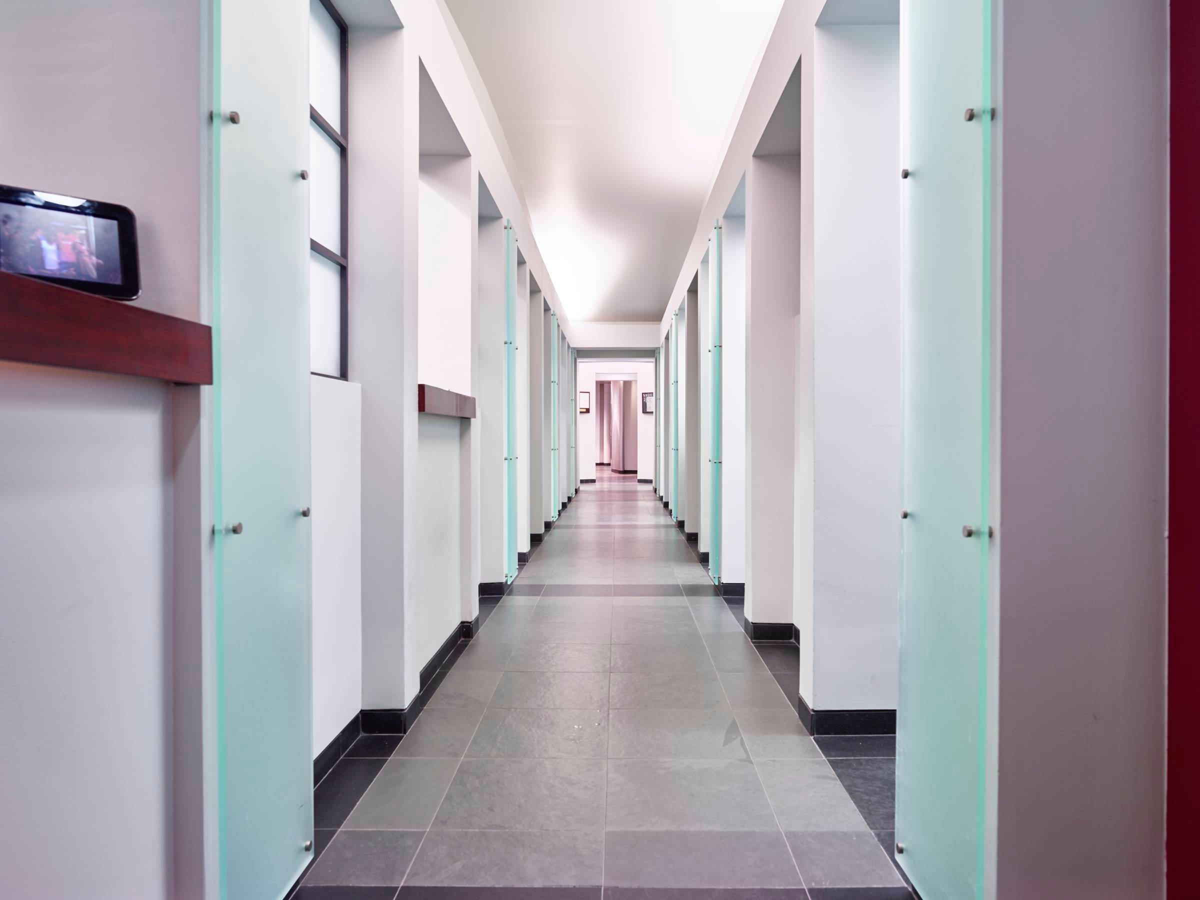 Front Hallway_Far